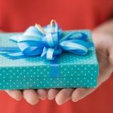 С какой целью дарят подарки?