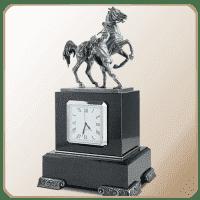 Часы с символикой Петербурга