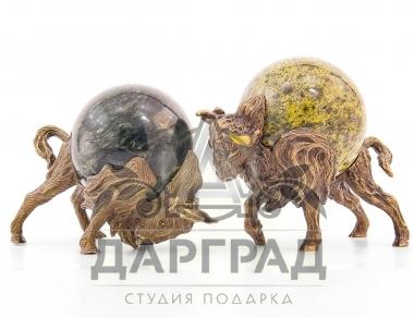 Пара быков из бронзы символ 2012 года