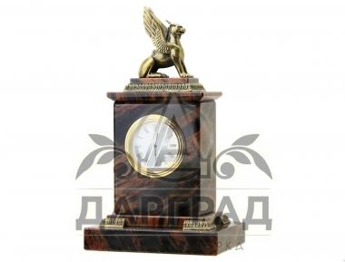 """Подарочные Часы """"Грифон"""" из вулканического камня с фигуркой грифона"""