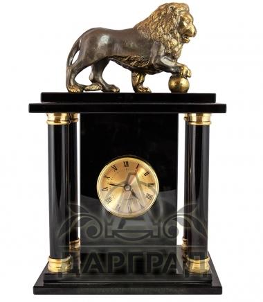 Кабинетные часы «Лев с шаром» купить в подарок директору