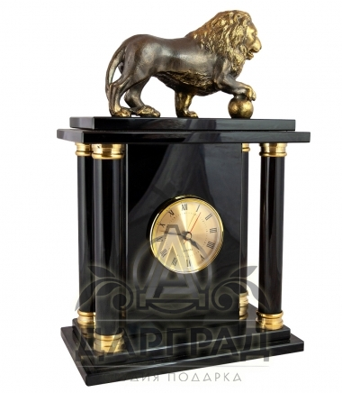 Бронзовый лев на часах подарок