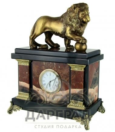 каминные часы «Лев с шаром» яшма