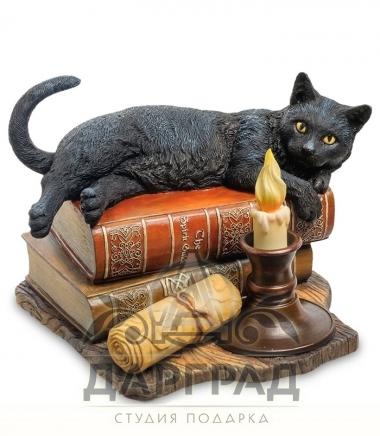 """Композиция """"Кот на книгах"""" в магазине подарков"""