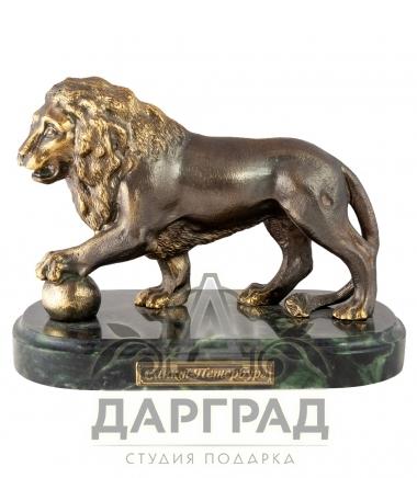 Бронзовая фигурка льва с шаром