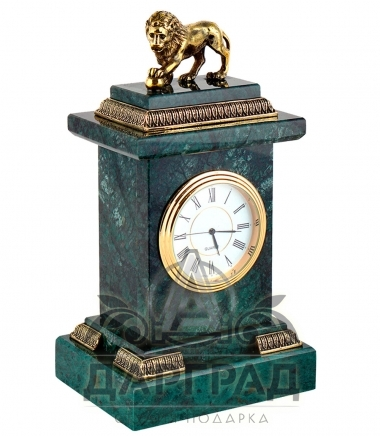 каменные часы со львом