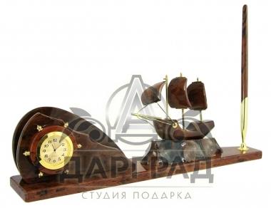 прибор с парусником из обсидиана