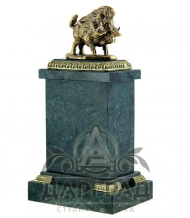 Настольные часы «Кабан» из камня купить в подарок