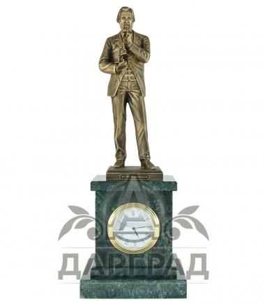 Часы из мрамора с фигурой Мечникова И.И.