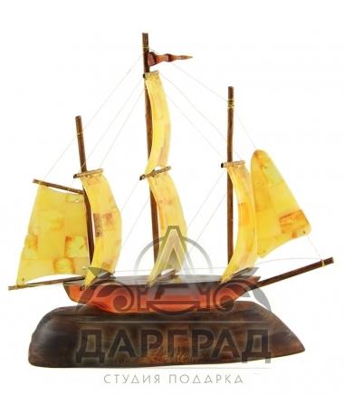 Кораблик из натурального янтаря