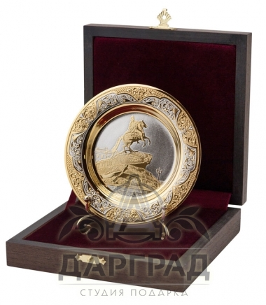 """Сувенирная тарелка """"Медный всадник"""" Златоуст в подарочной коробке из дерева"""