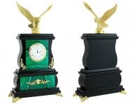 часы из камня малахита с орлом