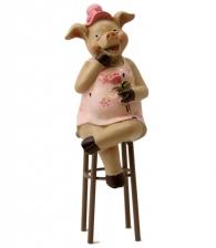"""Фигурка """"Свинка на стуле"""""""