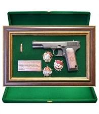 Панно пистолет «ТТ» с наградами СССР