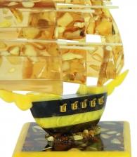 Корабль из янтаря