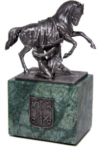 "Композиция ""Укрощение коня"" на камне"