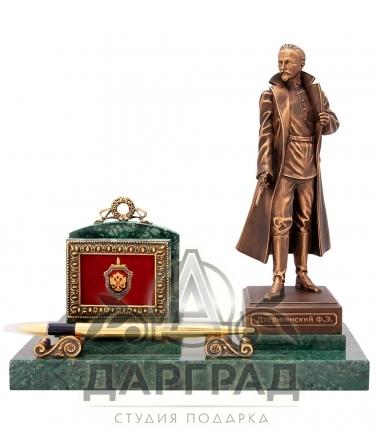 Подарок сотруднику ФСБ Настольная визитница «Дзержинский» с доставкой по России